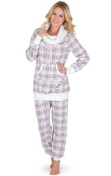 Model wearing Light Pink Print Roll-neck Pajama Set for Women image number 0