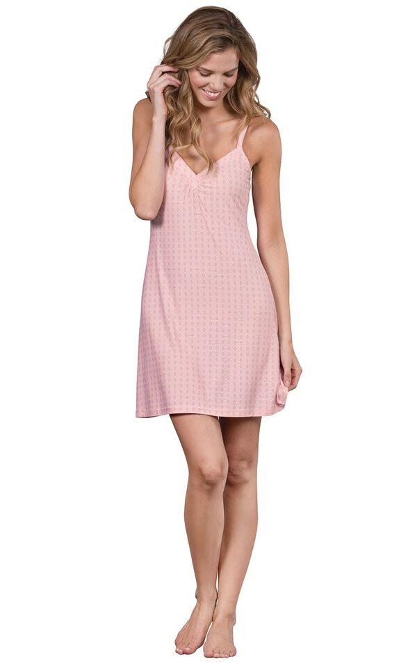 Model wearing Light Pink Stretch Knit Geo Print Chemise for Women image number 0