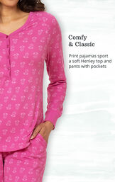 Comfy and Classic - Print pajamas sport a soft Henley top and pants with pockets image number 2