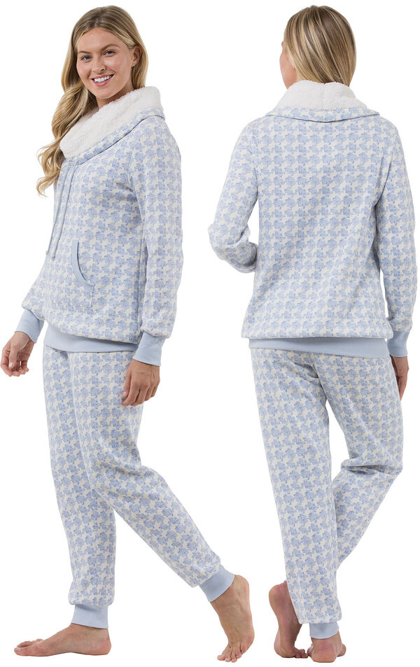 Model wearing Light Blue Print Roll-neck Pajama Set for Women, facing away from the camera and then to the side image number 1