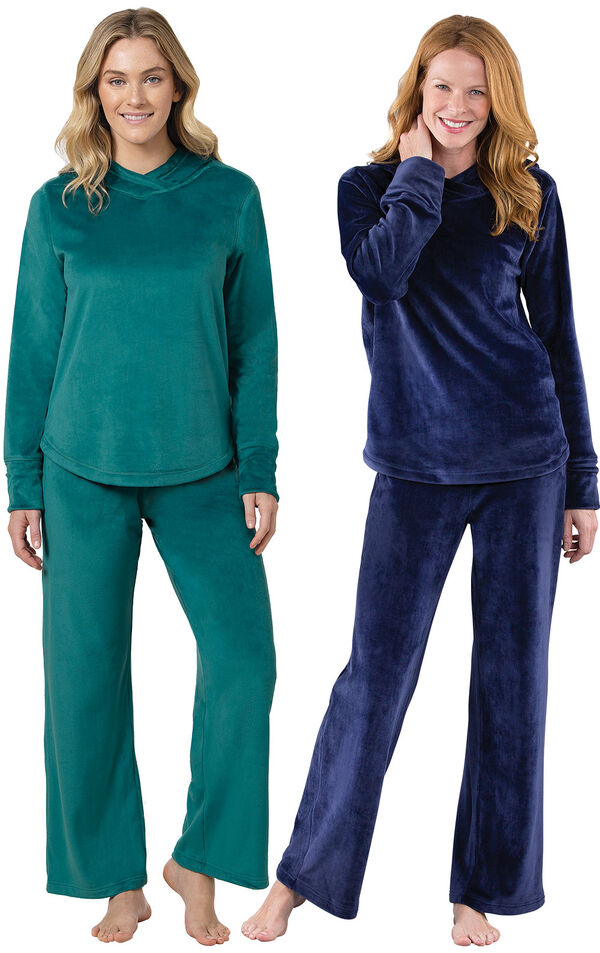 Emerald and Midnight Blue Tempting Touch PJs Gift Set image number 0