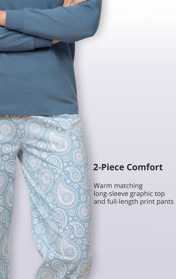 Warm matching long-sleeve graphic top and full-length print pants image number 4