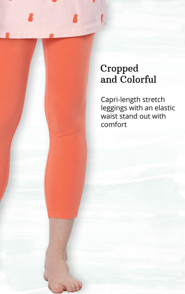 Cropped and colorful - capri-length stretch leggings with an elastic waist stand out with comfort image number 3