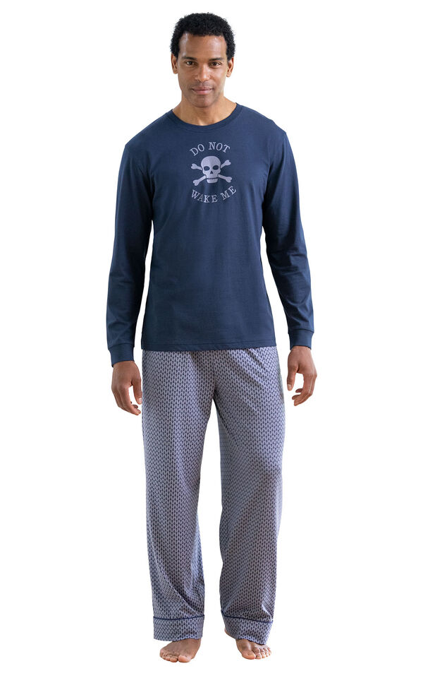 Model wearing Blue Skull Print PJ with Graphic Tee for Men image number 0
