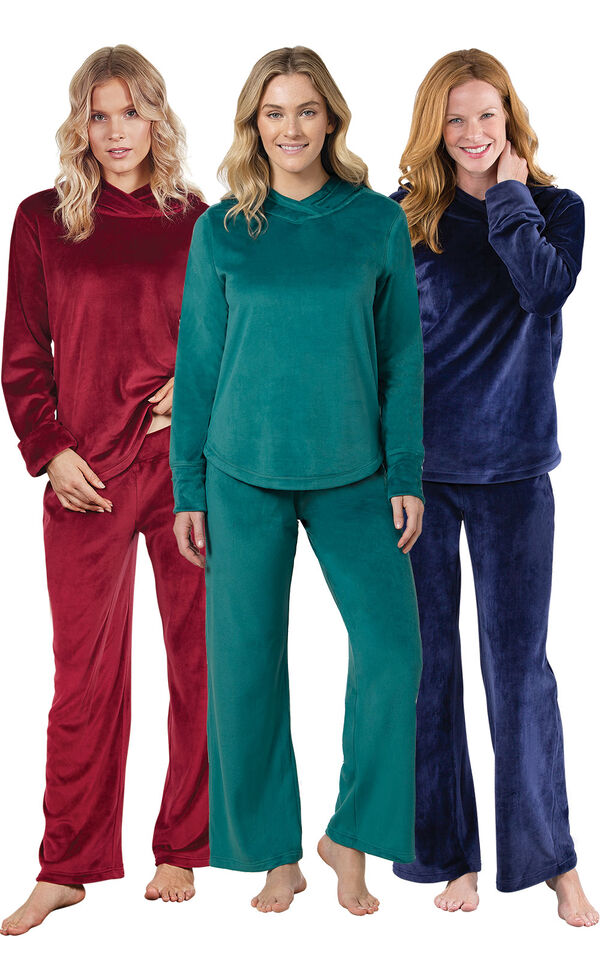Tempting Touch Deluxe Pajama Gift Set image number 0
