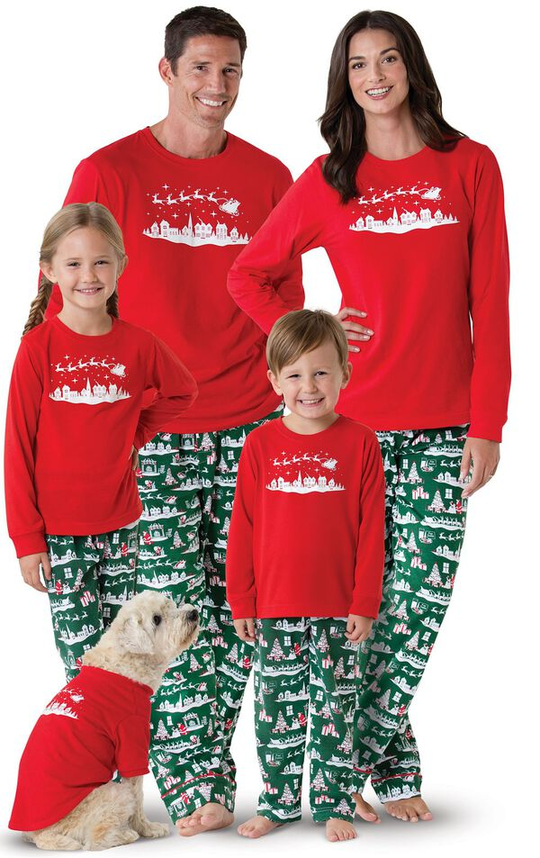Models wearing Red and Green Night Before Christmas Matching Family Pajamas image number 0